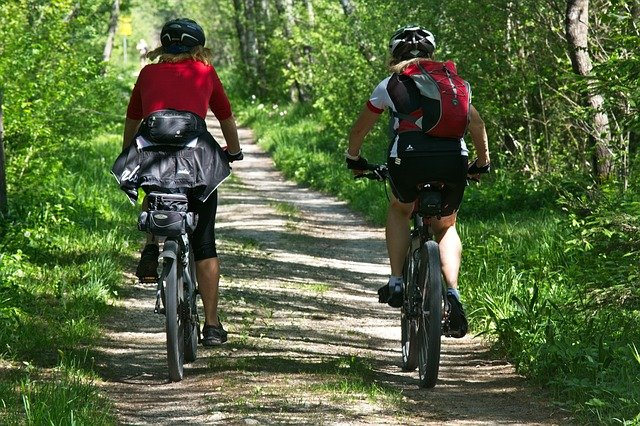 dvojice na kole