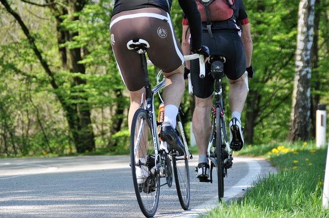 cyklisté v přírodě
