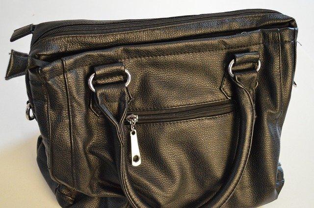 kožená kabelka černá.jpg
