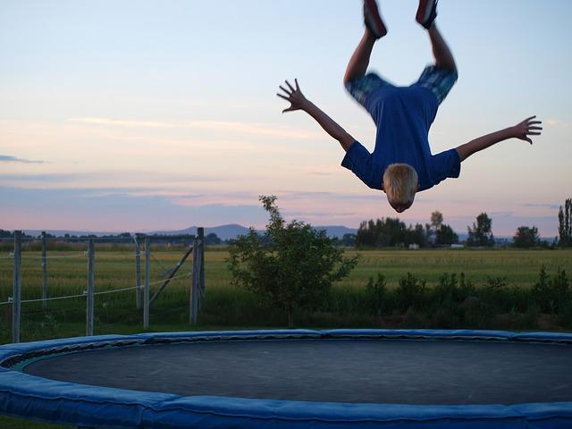 salto na trampolíně.jpg