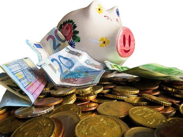 pokladnička na penězích.jpg